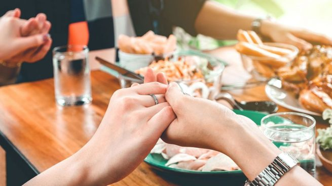 bendecir la mesa antes de comer
