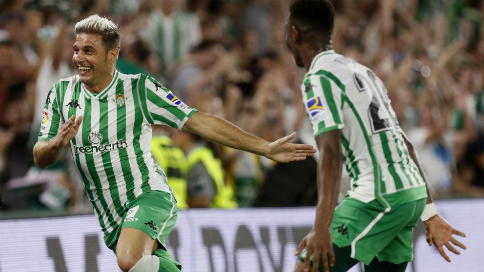 Joaquín celebra su gol al Sevilla