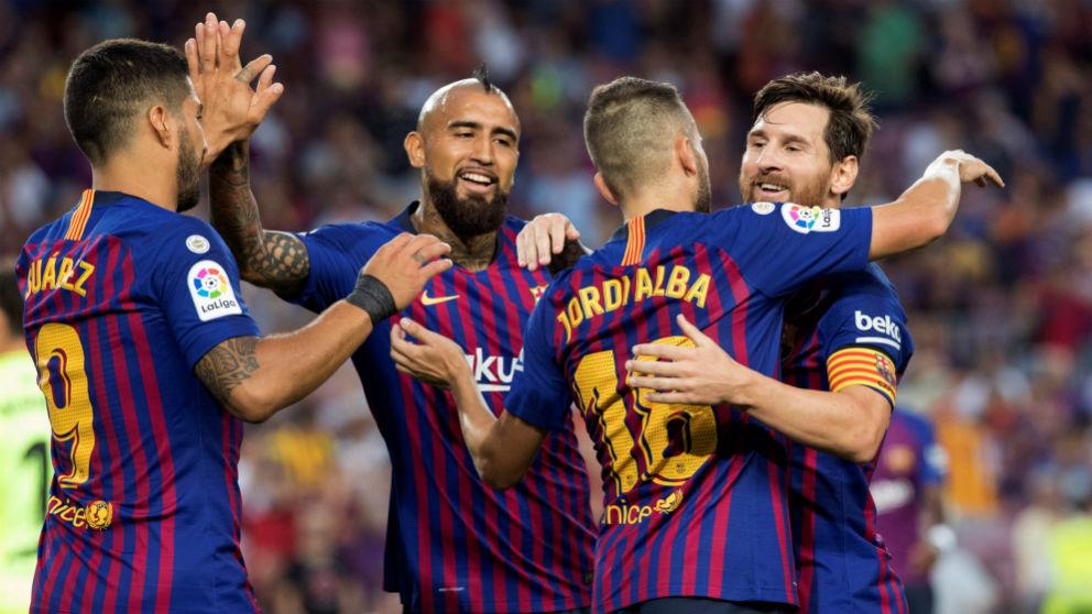 Los jugadores del Barcelona celebran un gol ante el Huesca