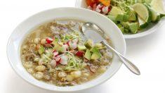 Receta de pozole blanco, el plato estrella de la cocina mexicana