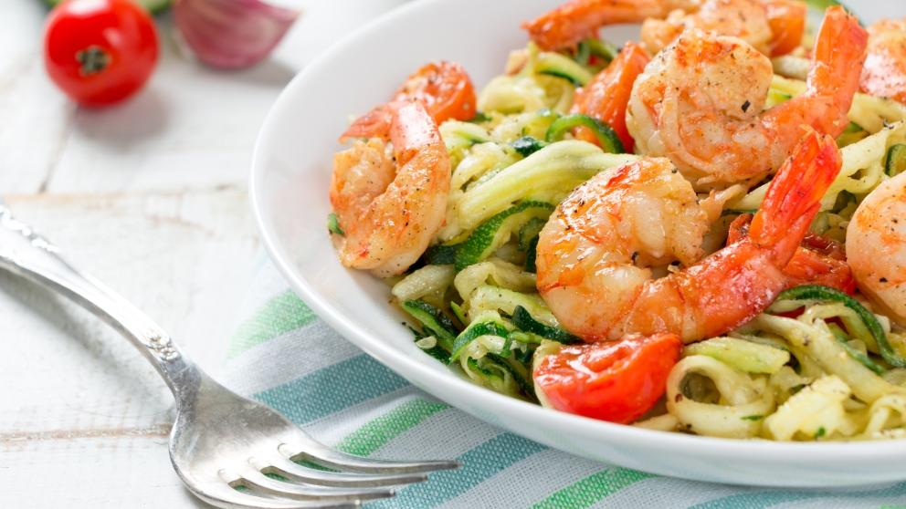 Receta de espaguetis de calabacín con gambas al ajillo fácil de preparar