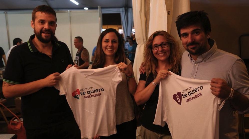 Cargos de Podemos en la caseta de Ganar Alcorcón.