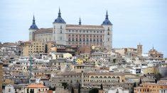 Vista de Toledo con el Alcázar en lo alto. (Foto: AFP)