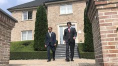 Artur Mas y Carles Puigdemont, en la mansión que ocupa el fugado en Waterloo (Bélgica). (EP)