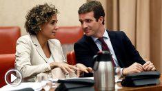 Dolors Montserrat, portavoz del Grupo Popular en el Congreso, y Pablo Casado, presidente del PP. (Foto: EFE)
