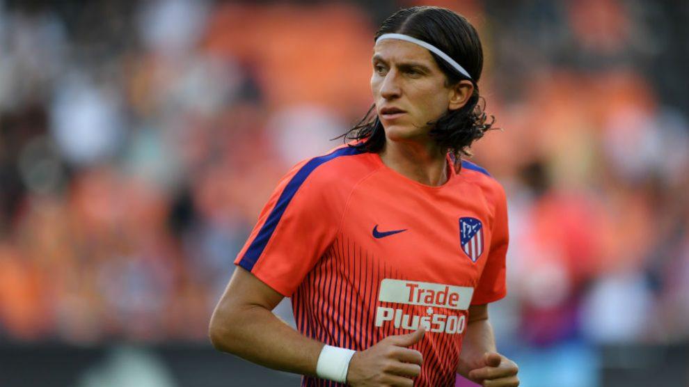 Filipe Luis, durante un calentamiento con el Atlético de Madrid. (Getty)