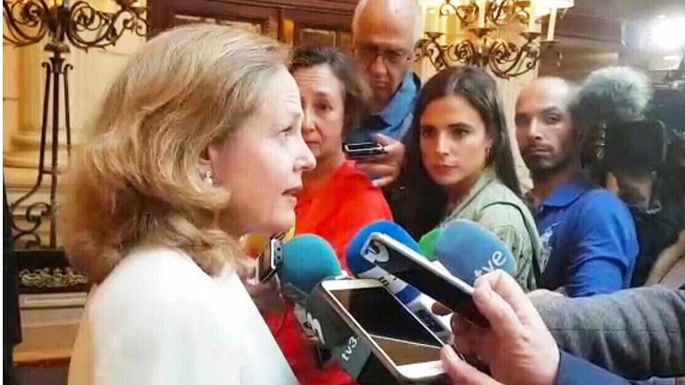 Nadia Calviño, ministra de Economía, atiende a los medios tras su reunión con su homólogo francés en París. (TW)