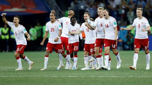 Los jugadores de la selección de Dinamarca, en la tanda de penaltis ante Croacia. (Getty)