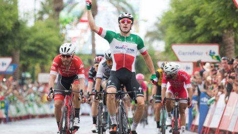 Elia Viviani levantó los brazos por segunda vez en La Vuelta.