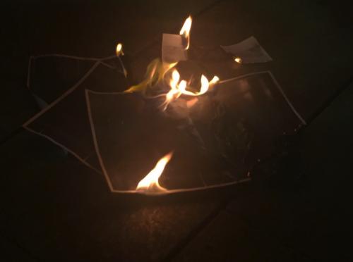 Los separatistas quemaron fotos del Rey y del juez Pablo Llarena