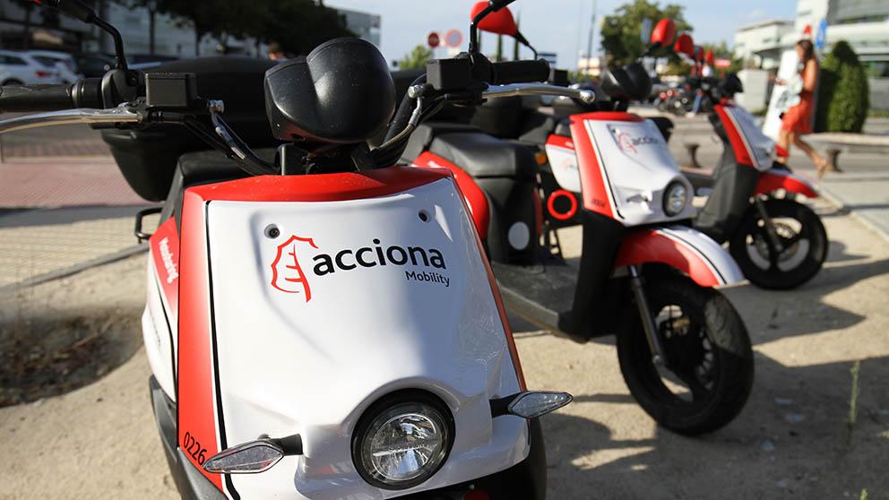 Las motos compartidas que Acciona pondrá en circulación por Madrid. (Foto: E. Falcón)