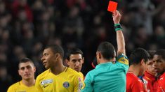 Mbappé, expulsado durante un partido. (AFP)