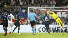 Areola hace una parada durante el Alemania – Francia. (AFP)