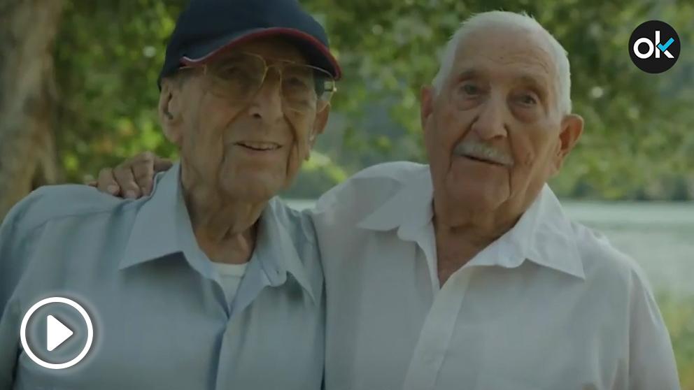 Los dos combatientes que protagonizan el vídeo de la Constitución