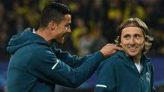 Luka Modric y Cristiano Ronaldo en un partido en el Madrid. (AFP)