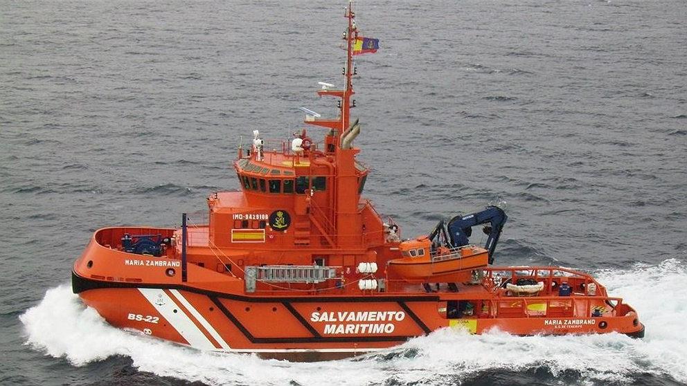 La embarcación 'María Zambrano' de Salvamento Marítimo, en misión de rescate de inmigrantes. (EP)