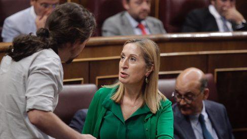 Pablo Iglesias y Ana Pastor en el Congreso de los Diputados. (Foto: Francisco Toledo)