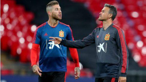 Sergio Ramos, junto a Luis Enrique en un entrenamiento. (Getty)