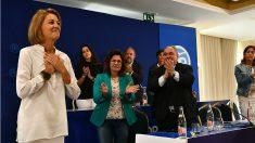 María Dolores de Cospedal, aplaudida por la cúpula del PP de Castilla-La Mancha. (EP)