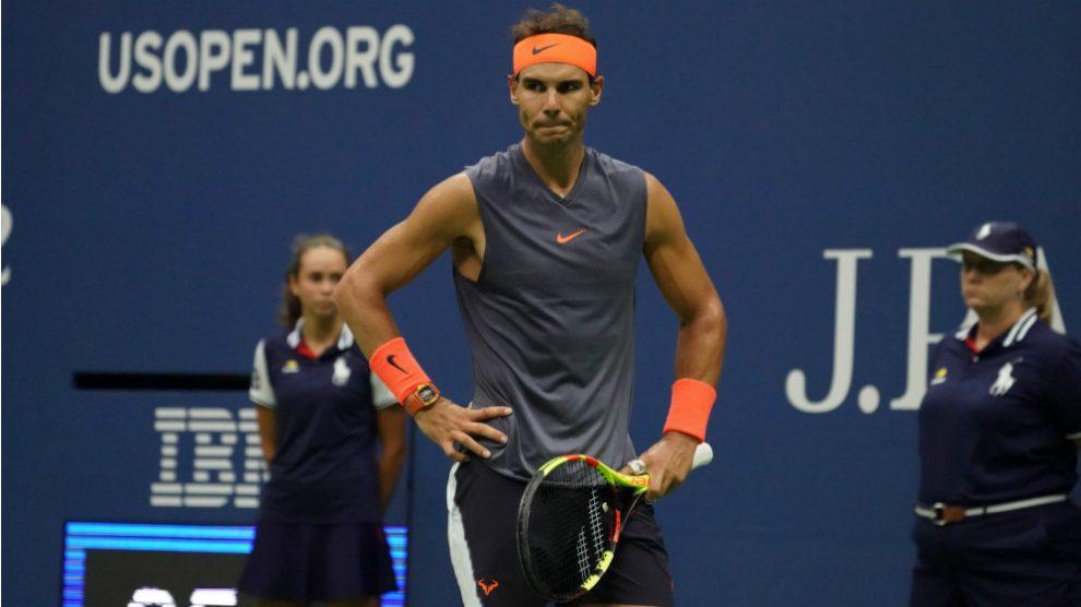 Rafa tuvo que abandonar en semis del US Open por problemas en su rodilla derecha. (AFP)