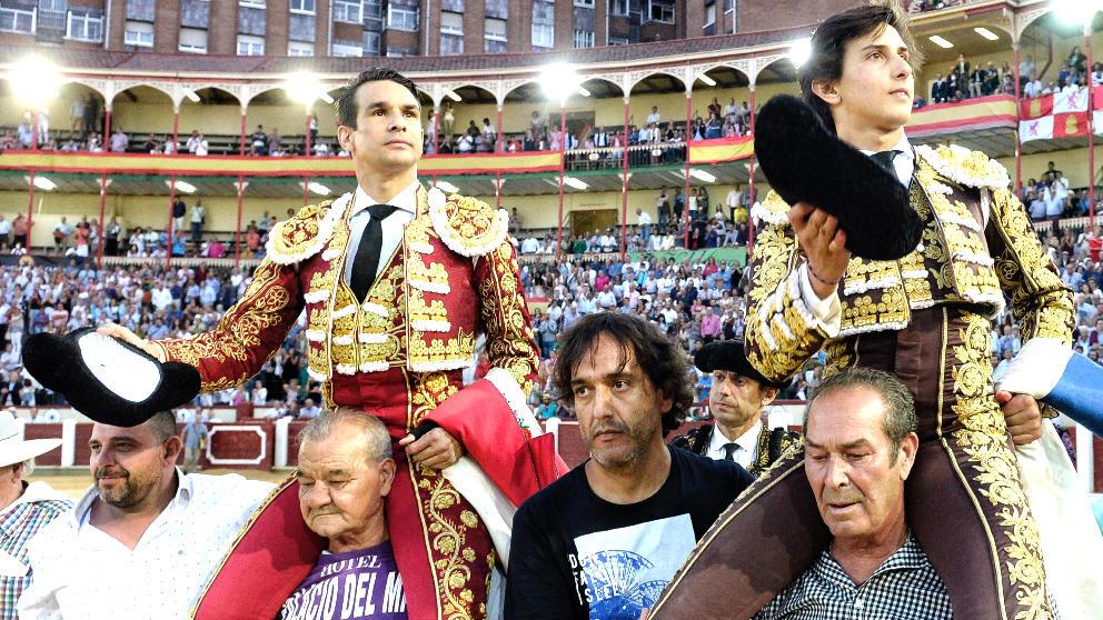 Manzanares y Roca Rey salen a hombros este viernes en Valladolid (Foto: EFE).