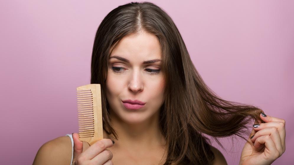 Hacer la raya del pelo perfecta es posible teniendo en cuenta la forma de tu cara