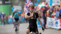 Yates celebra su triunfo en Les Praeres. (EFE)