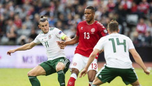 Bale en un duelo ante Dinamarca. (AFP)
