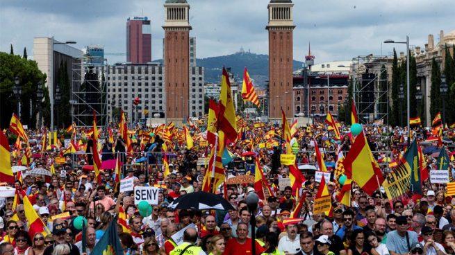 Un herido en los enfrentamientos entre constitucionalistas y separatistas en la manifestación de Barcelona