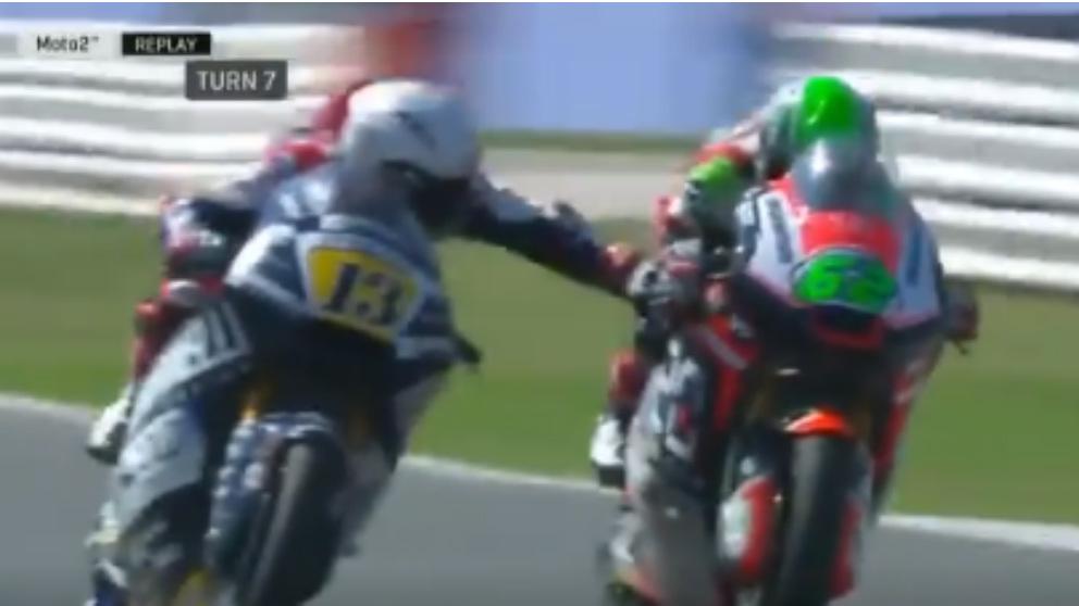 Fenati tocó el freno de su rival durante la carrera de Moto2. (Movistar)