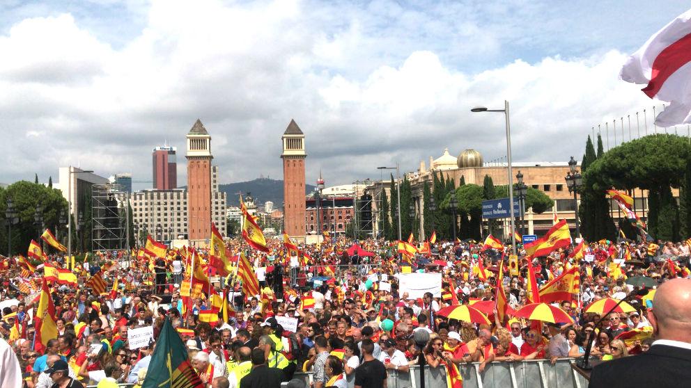 Más de 50.000 personas se manifiestan en Barcelona para exigir a Sánchez elecciones anticipadas