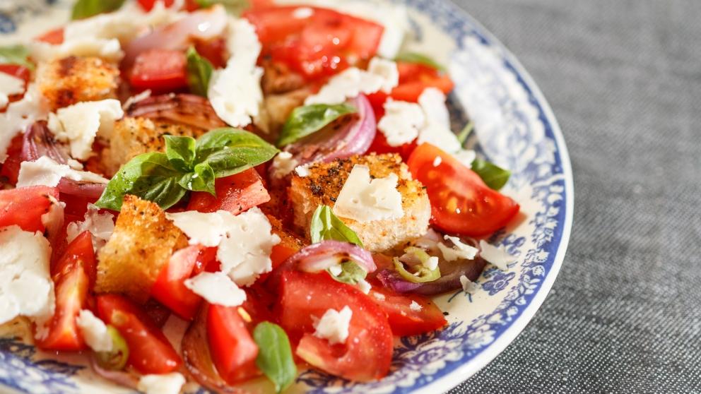 Receta de Ensalada Panzanella: La ensalada italiana de tomate y pan
