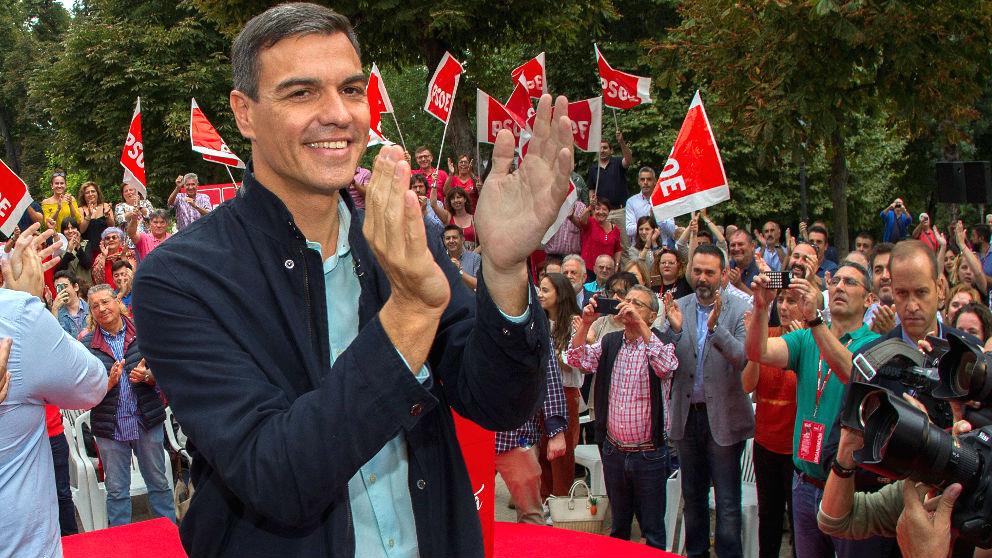 Pedro Sánchez este domingo en Oviedo (Foto: EFE).