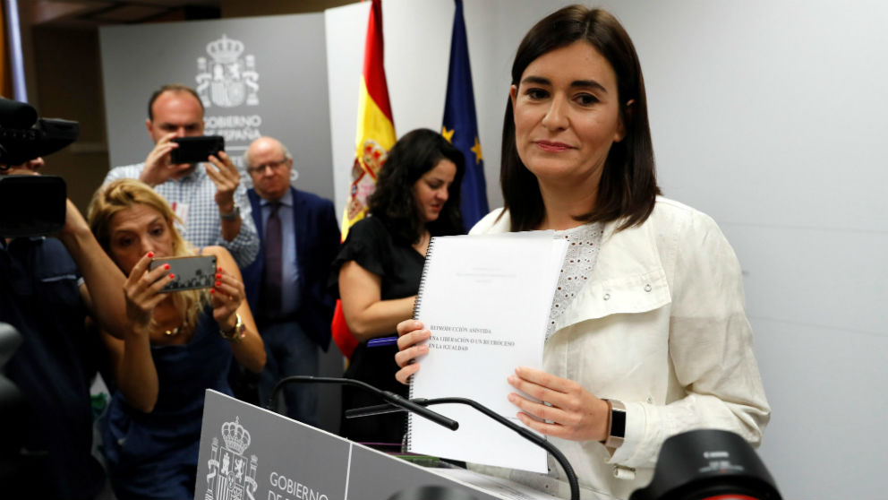 La ministra de Sanidad, Carmen Montón, antes de dimitir. (Foto: Efe)