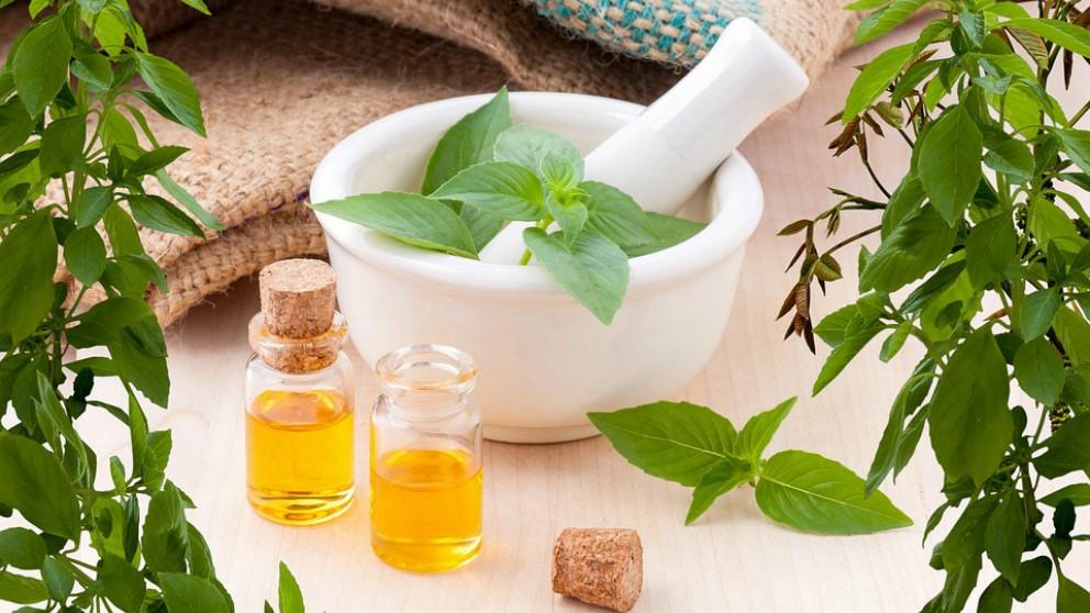 Claves para usar aceites esenciales de forma segura durante el embarazo