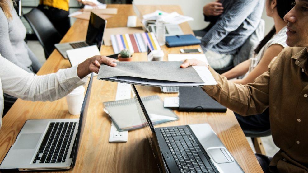 El dossier de empresa puede ser una buena forma de presentar tu negocio