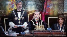 El presidente del CGPJ y del Tribunal Supremo, el Rey Felipe VI y la ministra de Justicia, Dolores Delgado.