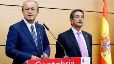 El presidente de Cantabria, Miguel Ángel Revilla junto al ex consejero López Marcano