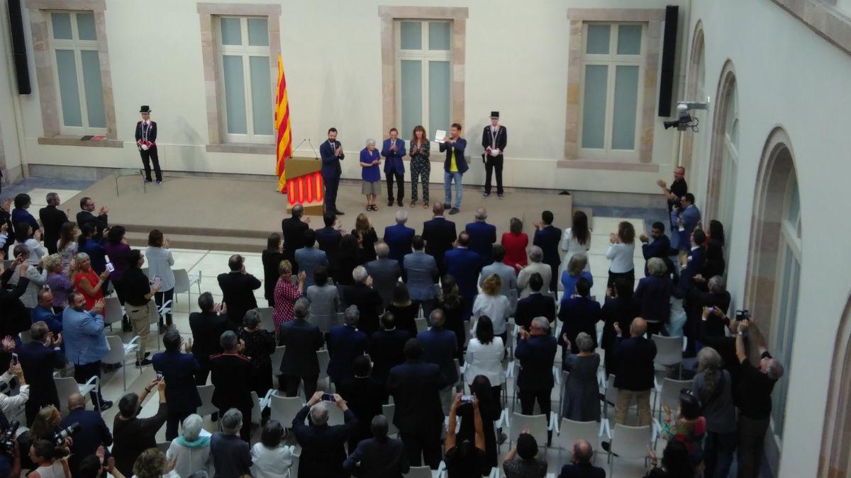 Torra y Torrent entregan la Medalla de oro del Parlament (EP).