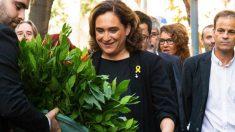 Ada Colau en la Diada de 2018 con el lazo amarillo. (Foto. Ayuntamiento)