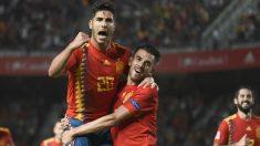 Asensio y Ceballos celebran uno de los goles de España ante Croacia. (AFP)
