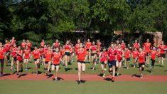 Jóvenes practicando atletismo. (Agrupación Deportiva Marathon)
