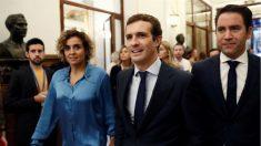 Dolors Montserrat junto a Pablo Casado y Teodoro García Egea (EFE).