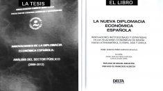 Primeras planas de la tesis de Pedro Sánchez y el libro.