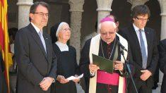 El obispo de Gerona, Francesc Pardo, junto a Artur Mas y a Carles Puigdemont. (Foto: 'Germinans Germinabit')