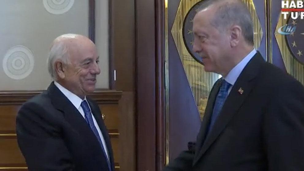 Francisco González, presiente del BBVA, y Recep Tayip Erdogan, presidente turco, en una imagen tomada de la televisión del país.