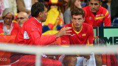 Bruguera y Carreño conversan en el partido. (AFP)