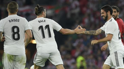 Isco celebra con Bale su gol en San Mamés. (EFE) Liga Santander: Espanyol – Levante | Partido de fútbol hoy en directo.