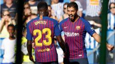 Luis Suárez y Umtiti celebran un gol. (EFE)