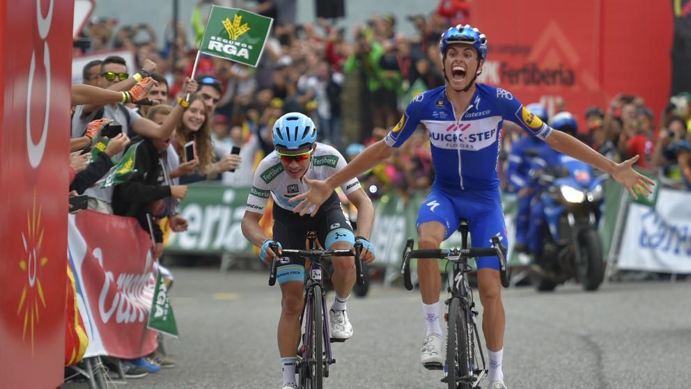 Enric Mas celebra su triunfo en la Collada de la Gallina. (AFP)